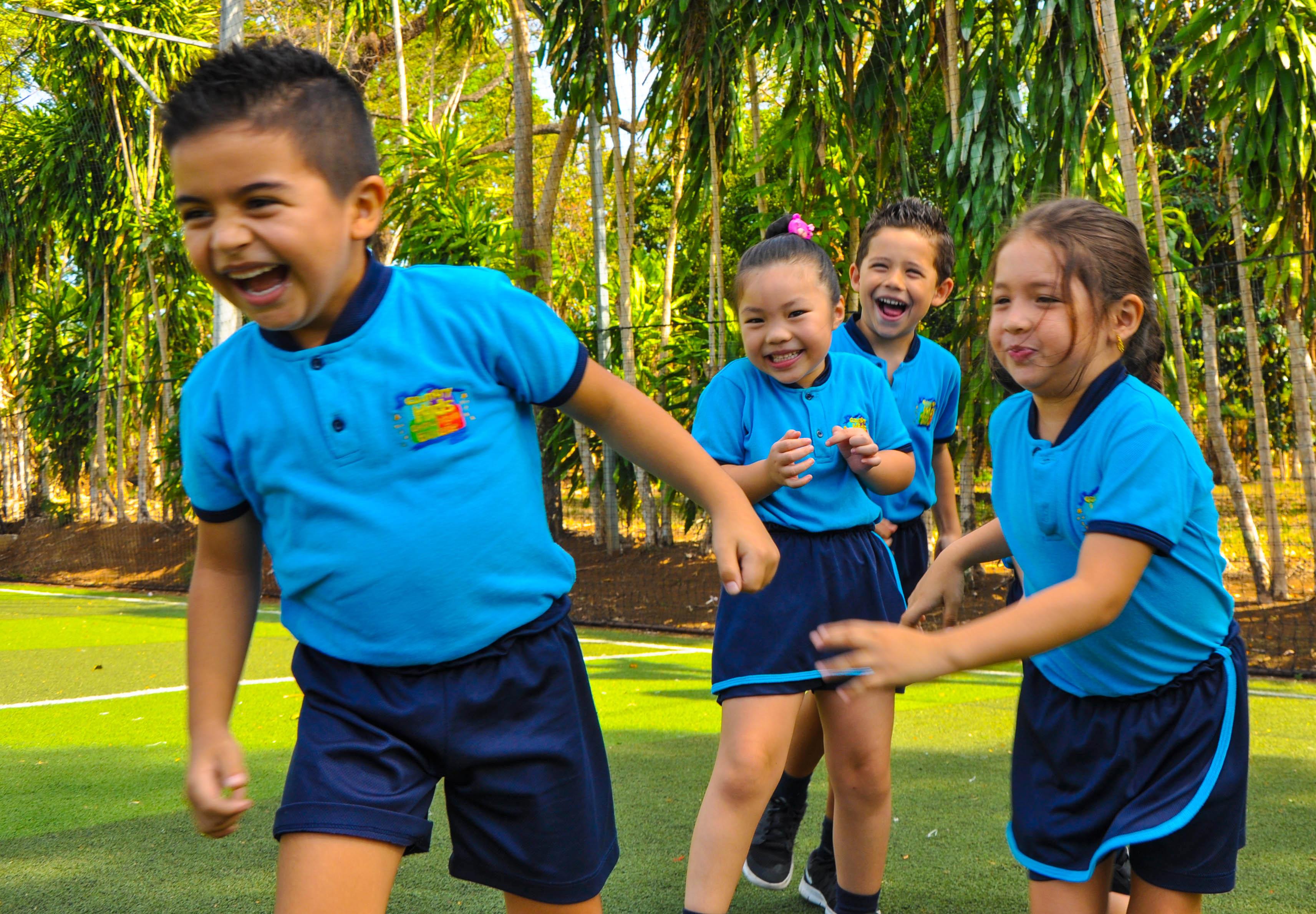 Enseña en una de las muchas escuelas rurales y conoce el sistema educativo  costarricense. Muchas escuelas no tienen un régimen de Educación Física 67e0d60a66715